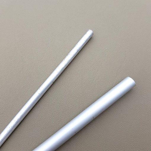 Aluminiumstavar i två olika storlekar
