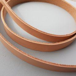 Läderrem natur 2 cm bred och 130 cm lång