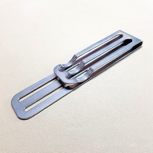 Baksidan av Clip Universal, monteras på knivslidan