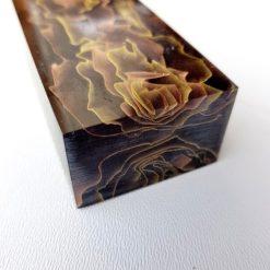 Kortsidan av Raffirs serie Noble Black Waves i nyansen Mässing och Brons