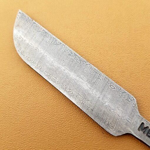 Knivblad närbild Wild damask kolstål av Balbach